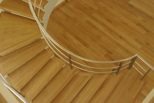 نرده و دست انداز چوبی